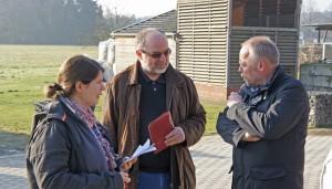 Peter Breidenbach (rechts) im Gespräch mit Pressevertretern
