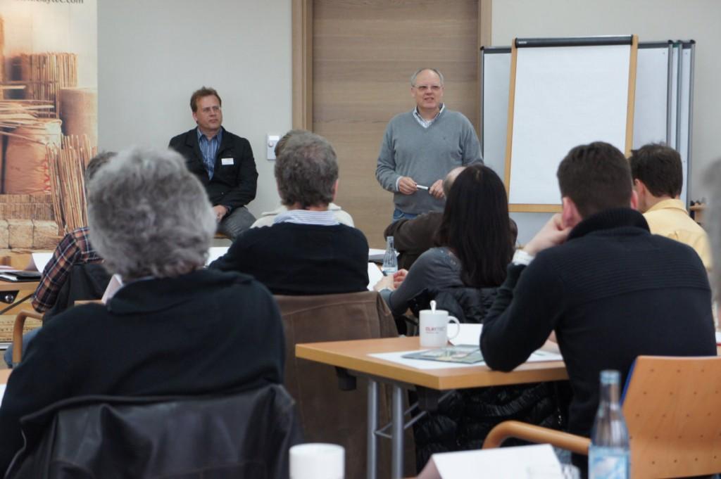 Im Dialog mit den Teilnehmern: M. Peschgens (li.) und R. Trotzek
