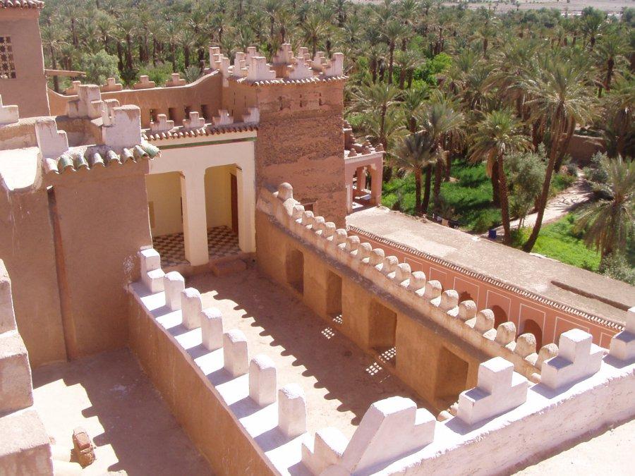 Restauriert von den Lehmexpress-Teilnehmern: Terasse in der Kasbah Caid Ali