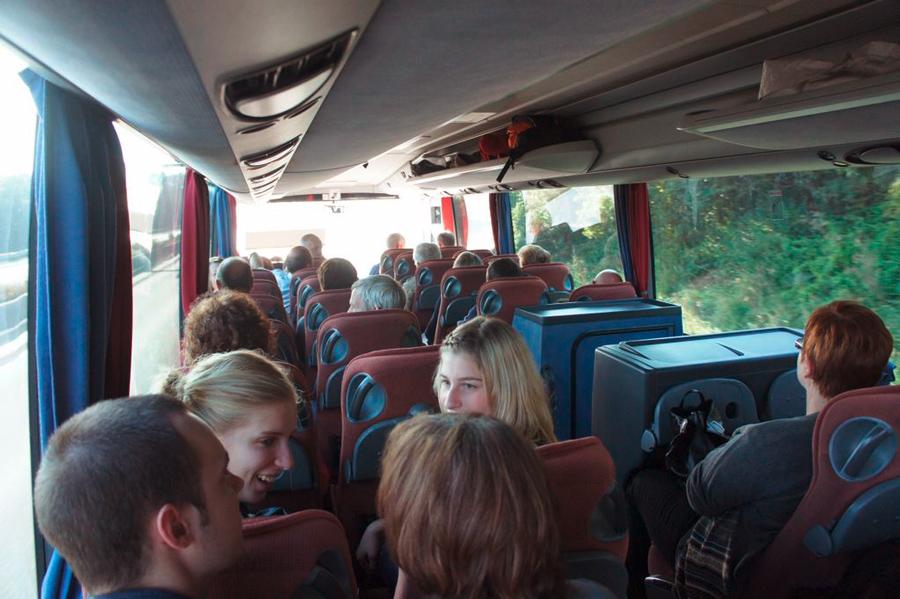 Im Bus wird munter spekuliert: Wo geht die Reise hin?