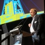 Peter Breidenbach begrüßt die Teilnehmer