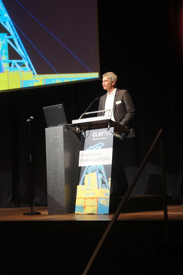 """Der Initiator des Symposiums """"Innendämmung"""": CLAYTEC-Technikleiter Ulrich Roehlen"""