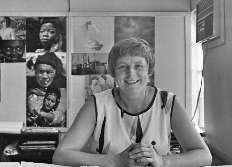Architektin Schreckenbach in ihrem Büro in Accra 1967