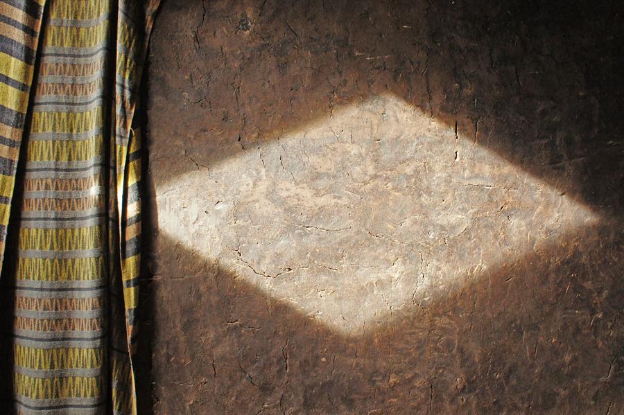 Ökohof-Detail: historischer Lehmputz in der ehemaligen Räuchrkammer