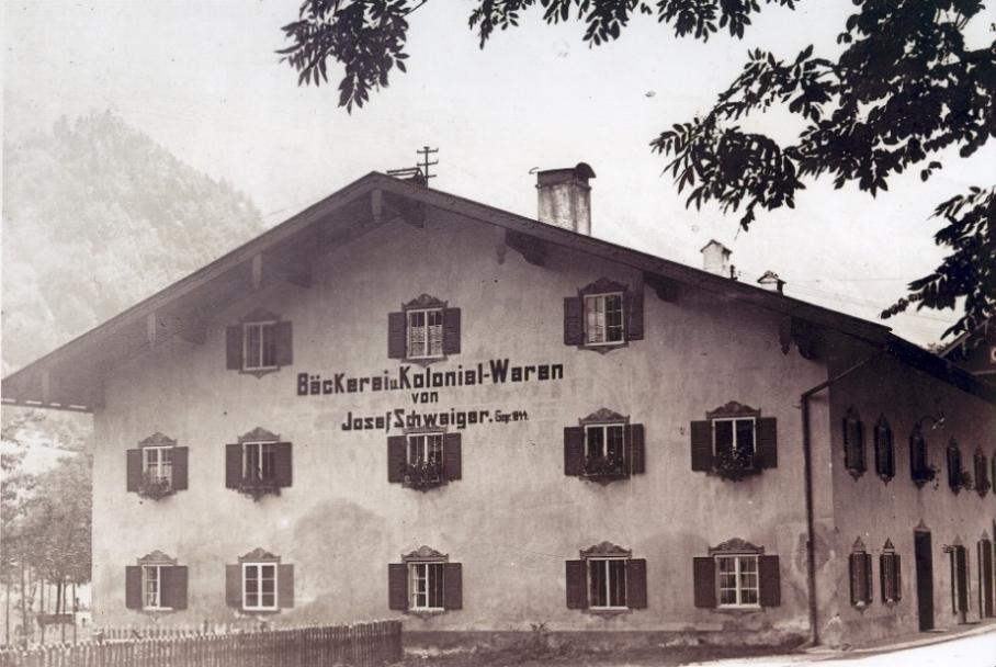 """Moormann berge damals: """"Bäckerei und Kolonialwaren"""""""