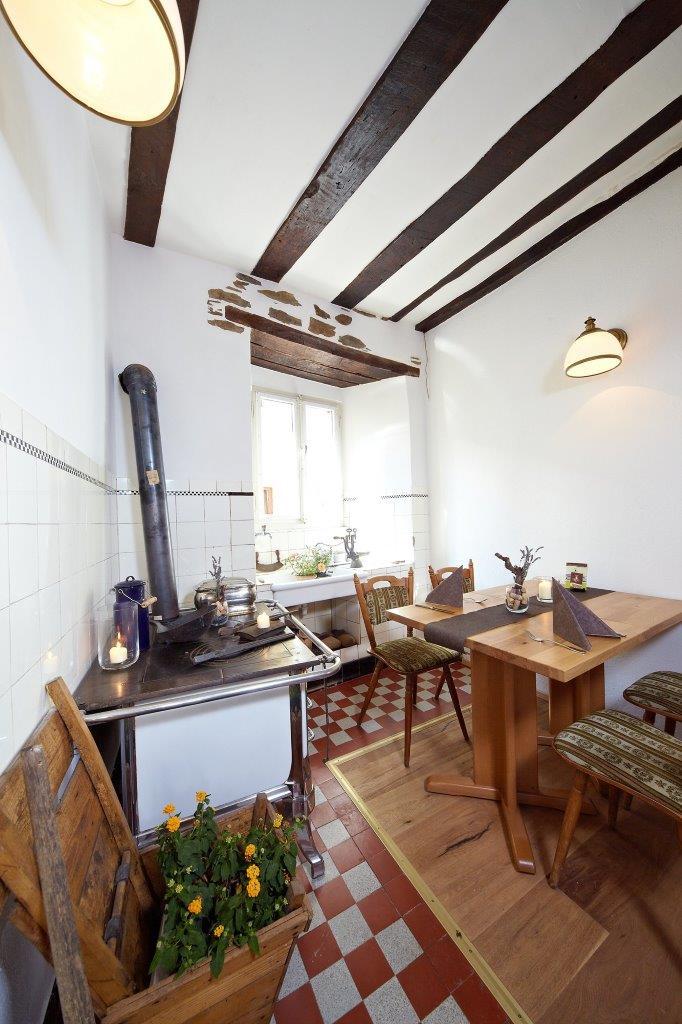 """Urig-Behaglicher Gastraum: ehemalige Küche im """"Winzerhaus"""" - Foto: Reis/Zeltinger Hof"""