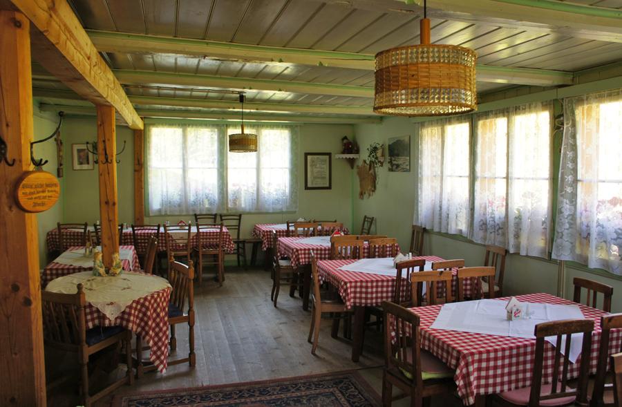 Urig-behaglich: Gaststube im Marterle