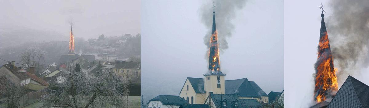 """Weithin sichtbar: der brennende Kirchturm des """"Eifeldoms"""" in Waxweiler."""