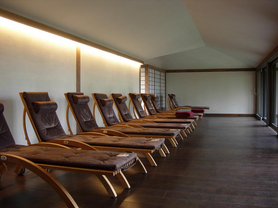 Wandgestaltung mit YOSIMA Lehm-Designputz  im Entspannungsbereich der Sauna-Oase...       Foto: Claytec