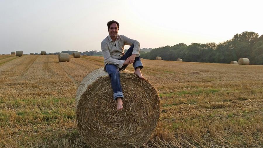 Naturliebhaber und Lehmbau-Fan: Schauspieler Thomas M. Held am Drehort