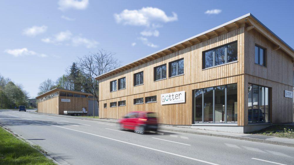 Errichtet nach modernsten baubiologischen Standards: das neue Gütter Firmengebäude am Stadtrand von Rosenheim