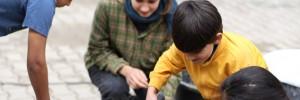 Auch die Kids haben Spaß an der Arbeit mit Lehm