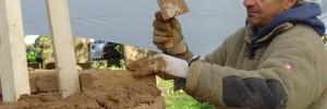 Mit Hingabe bei der arbeit: Lehmbau-Spezialist Nico von Borstel