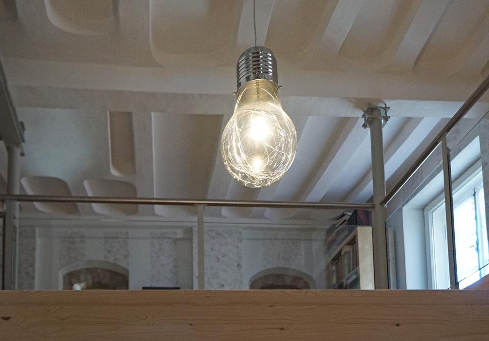 Material-Mix: Stahl, Glas, Lehm und Holz