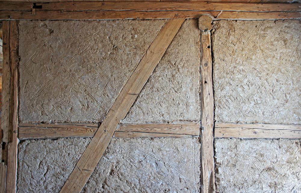 Original erhalten aus dem 17. Jahrhundert: historisches Fachwerk mit Lehmausfachungen