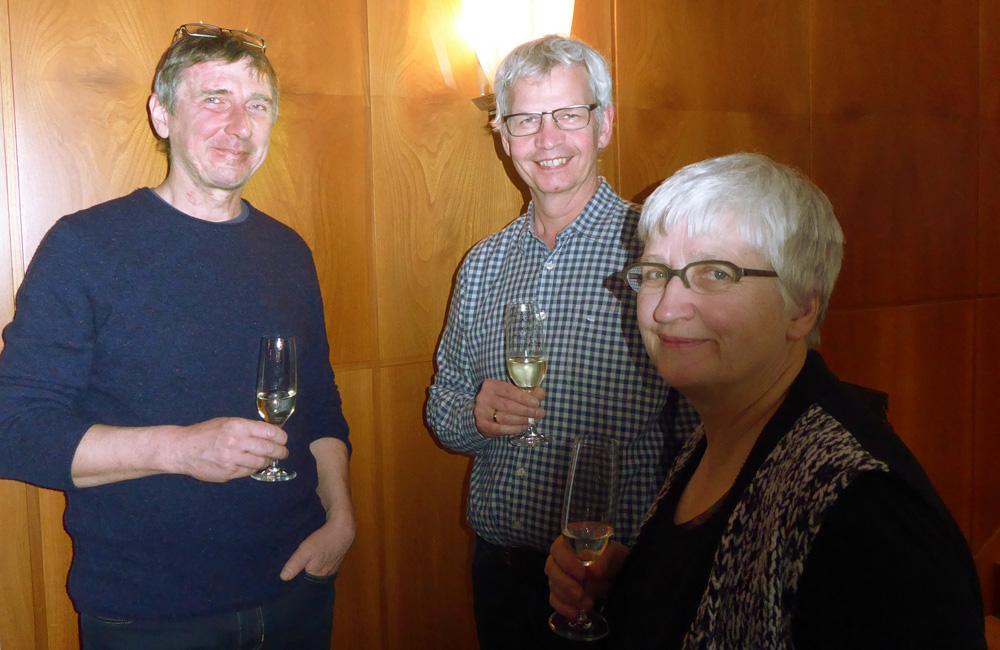 Hatten Grund zum Feiern: Gastgeber Michael Weser – Lehmwerkstatt (li.), Ulrich Röhlen – Claytec, Uta Herz – FAL e.V.